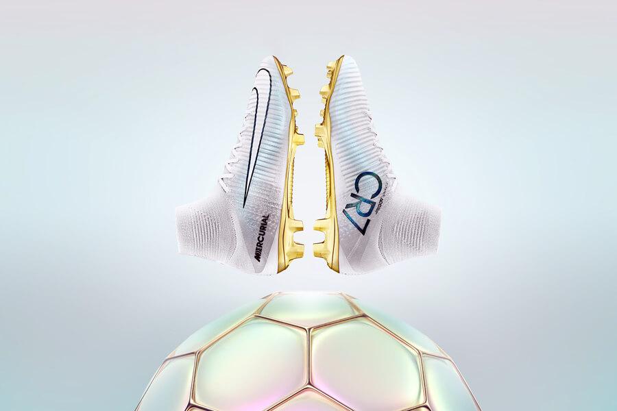 Nike CR7 Mercurial Superfly Cristiano Ronaldo için üretilmiş imza futbol ayakkabısıdır